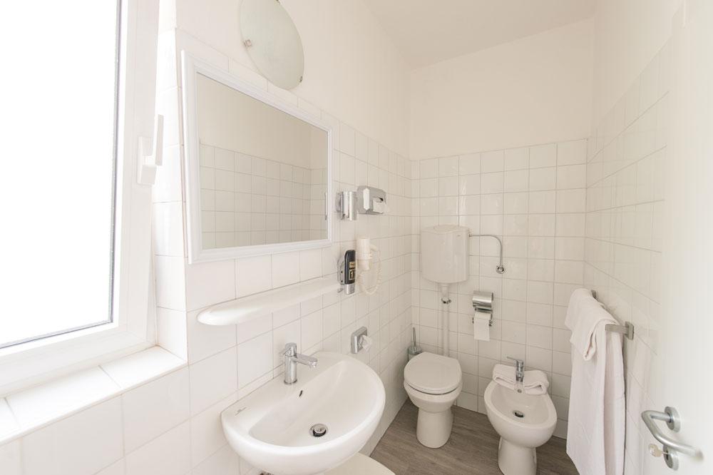 Nuovi e rinnovati bagni - Camera Doppia - Primo Hotel - Riva del Garda