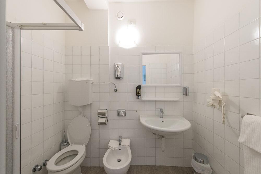 Nuovo bagno - Camera Tripla - Hotel Primo